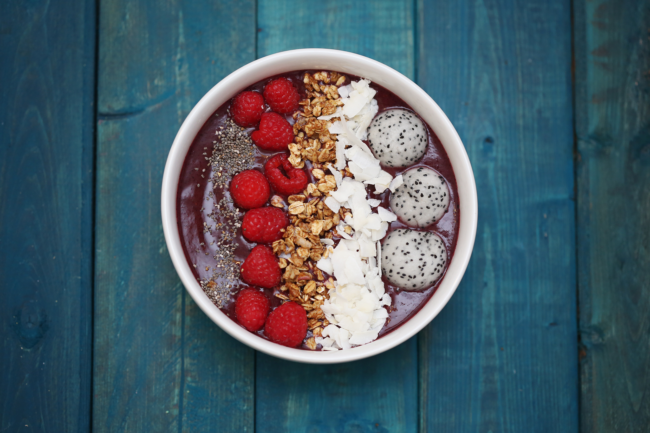 berry and dragonfruit smoothie bowl- healthy ai